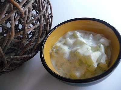 salade de concombre sauce au yaourt et l 39 estragon recette ptitchef. Black Bedroom Furniture Sets. Home Design Ideas