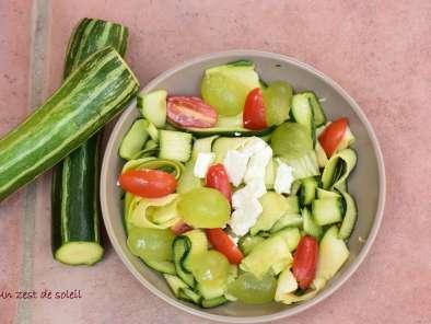 salade de courgettes crues et f ta recette ptitchef. Black Bedroom Furniture Sets. Home Design Ideas