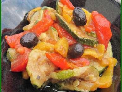 salade de courgettes cuites poivrons et tomates l 39 huile. Black Bedroom Furniture Sets. Home Design Ideas