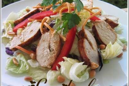salade de poulet grill la tha recette ptitchef. Black Bedroom Furniture Sets. Home Design Ideas