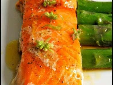 Saumon cuit à basse température, asperges, vinaigrette wasabi,yuzu