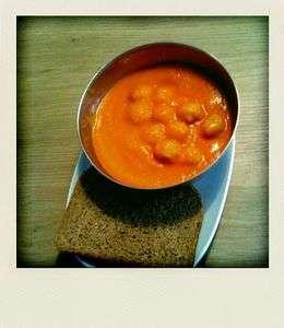 soupe la tomate et aux boulettes recette ptitchef. Black Bedroom Furniture Sets. Home Design Ideas