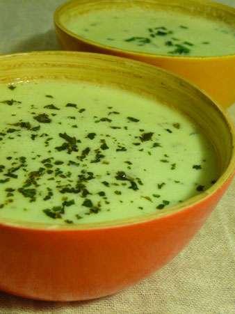 soupe froide de concombre au fromage blanc recette ptitchef. Black Bedroom Furniture Sets. Home Design Ideas