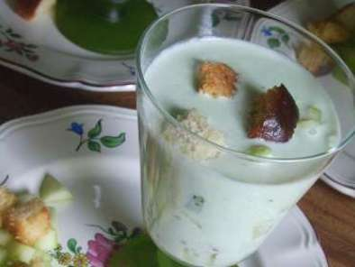 soupe froide de concombre au yaourt recette ptitchef. Black Bedroom Furniture Sets. Home Design Ideas