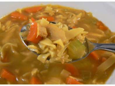 Soupe poulet et nouilles maison recette ptitchef - Soupe a oignon maison ...