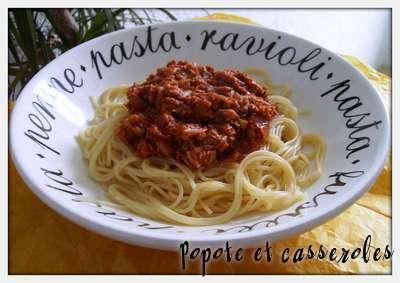 spaghetti la sauce tomate au thon recette ptitchef. Black Bedroom Furniture Sets. Home Design Ideas