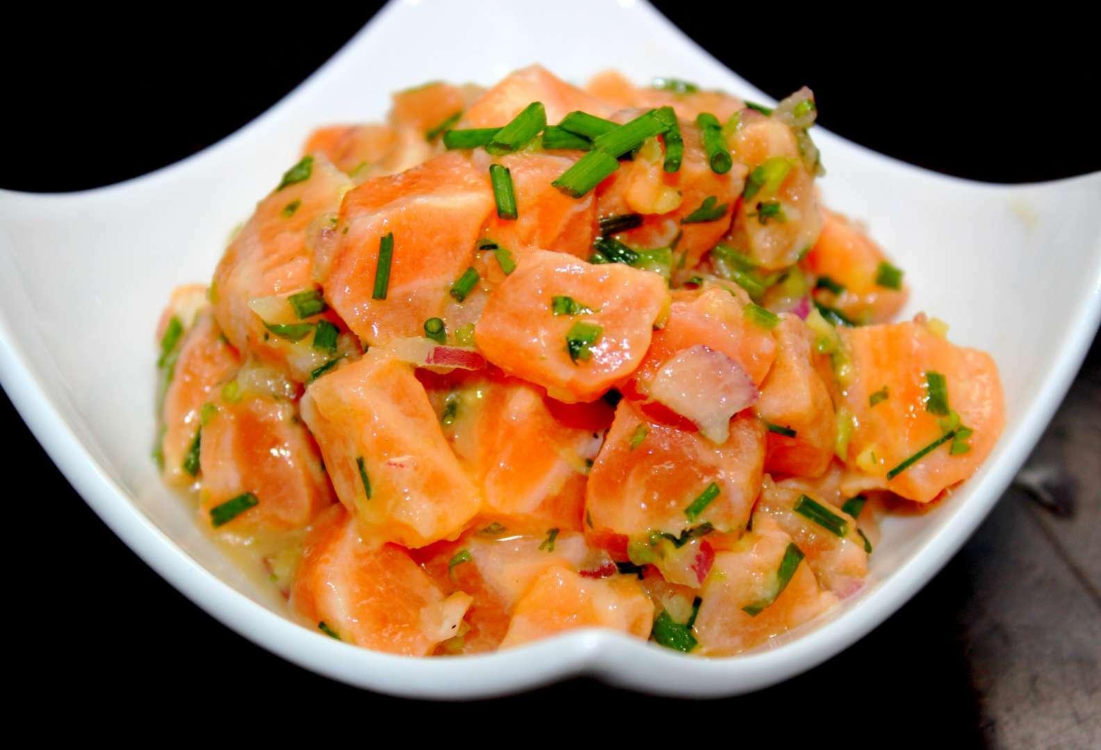 Tartare de saumon asiatique recette ptitchef for Petites entrees faciles