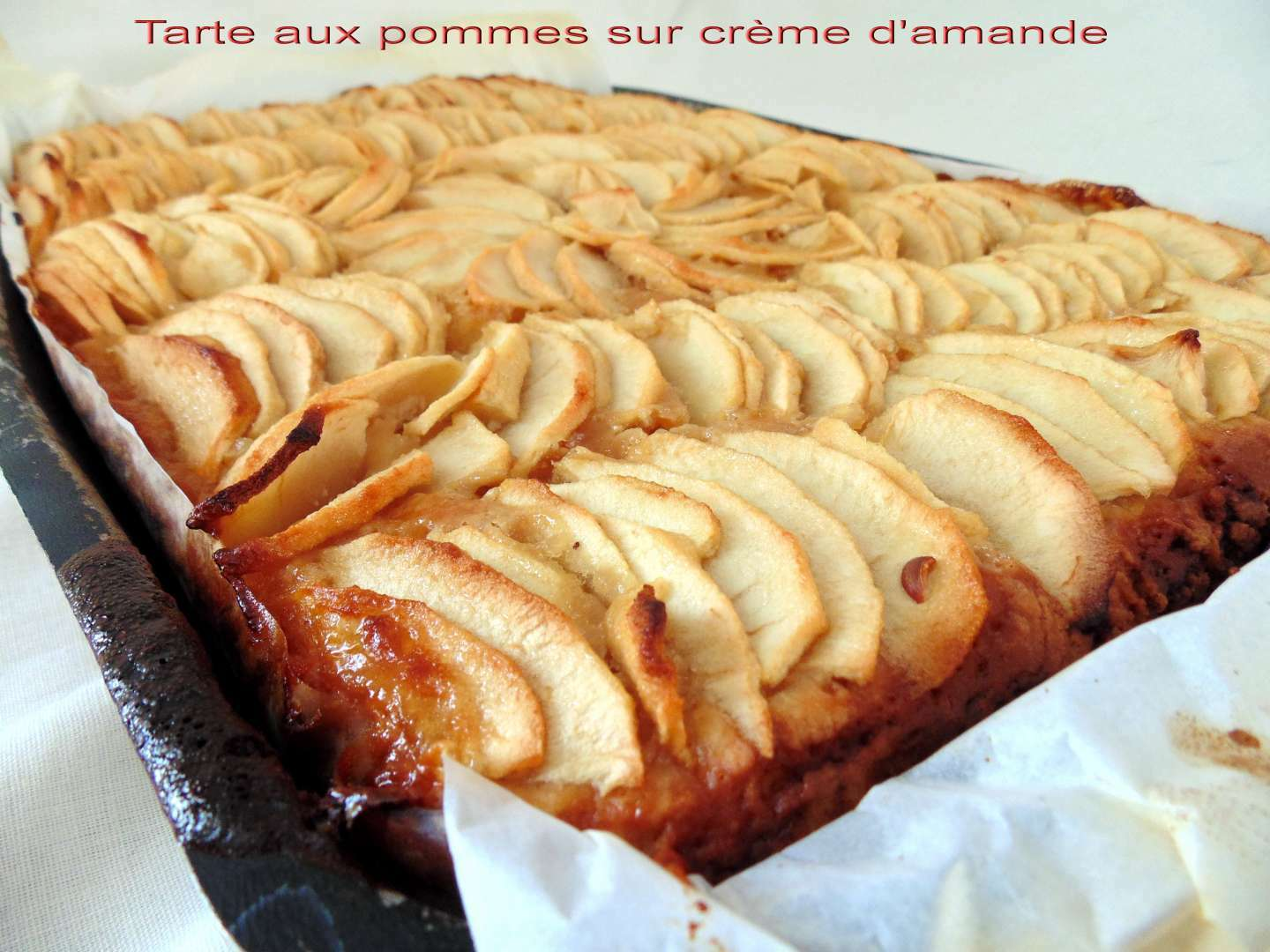 tarte aux pommes sur cr me d 39 amande p te au fromage blanc recette ptitchef. Black Bedroom Furniture Sets. Home Design Ideas