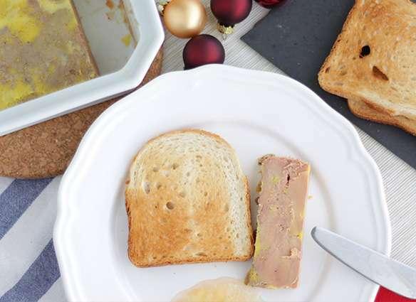 terrine de foie gras maison facile recette ptitchef. Black Bedroom Furniture Sets. Home Design Ideas