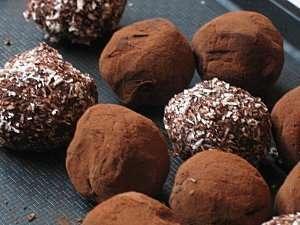 truffes au chocolat noir recette ptitchef. Black Bedroom Furniture Sets. Home Design Ideas