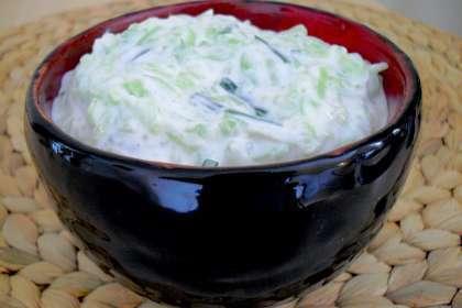 tzatziki concombre au yaourt la grecque recette ptitchef. Black Bedroom Furniture Sets. Home Design Ideas