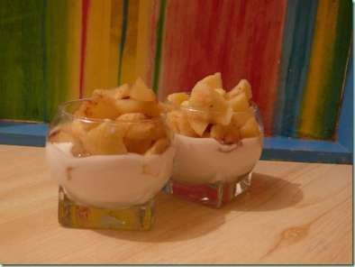 verrine de pommes la cannelle sur son lit de fromage blanc recette ptitchef. Black Bedroom Furniture Sets. Home Design Ideas